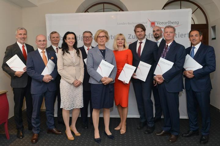 Direktoren der Landesrechnungshöfe mit Präsidentin Margit Kraker  - Copyright: Foto: Rechnungshof Vorarlberg